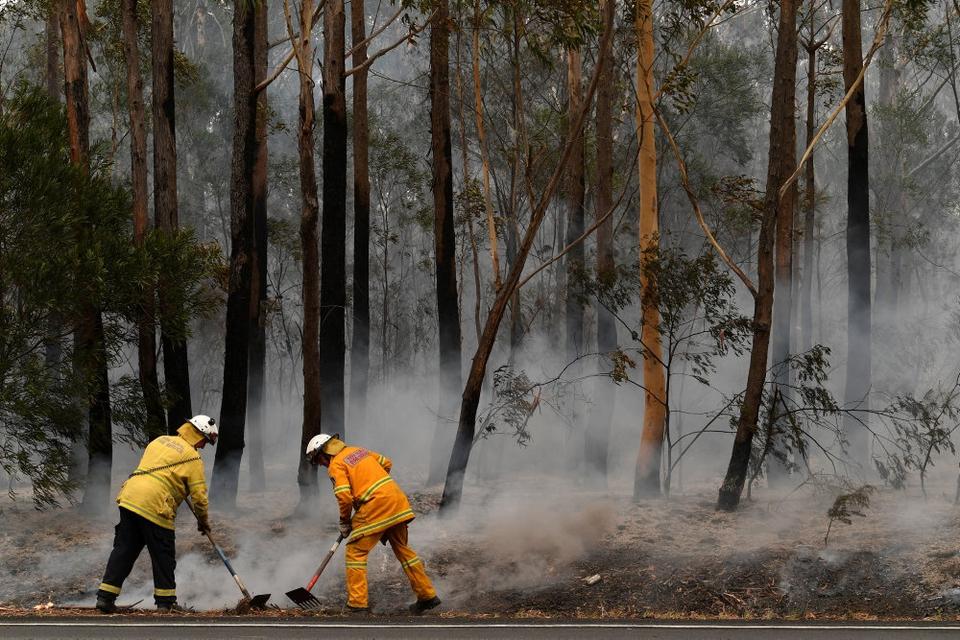 De voldsomme brande i Australien har kostet 25 personer livet i delstaten New South Wales, mens tusindvis af hjem er blevet ødelagt.