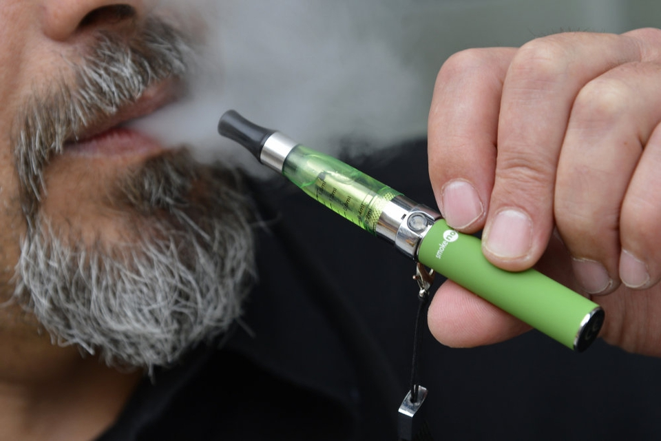 E-cigaretten er på få år blevet et populært nydelsesmiddel. (Arkivfoto)