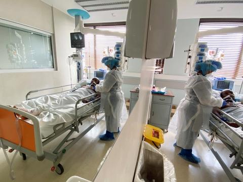 En mere smitsom variant af coronavirus vurderes at være baggrunden for en stor stigning i antallet af smittetilfælde i Sydafrika de seneste måneder. (Arkivfoto)