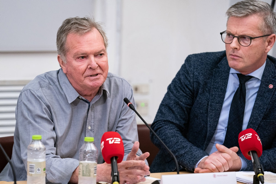 Frank Aaen (EL, tv.) og Flemming Møller Mortensen er to af de statsrevisorer, som fredag har udtrykt alvorlig kritik af myndighedernes håndtering af følsomme pesondata, der er blevet outsourcet. (Arkivfoto)