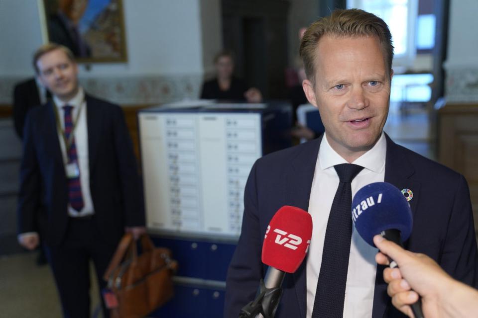 Udenrigsminister Jeppe Kofod (S) fortæller torsdag, at regeringen er klar til at præsentere en model for yderligere lempelser af grænserestriktioner og rejsevejledninger.
