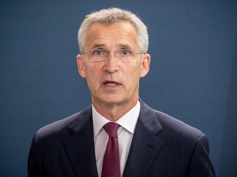 - Vi opfordrer Rusland til at afsløre hele Novitjok-programmet for OPCW og til at samarbejde om en upartisk og international undersøgelse, skriver Nato-chef Jens Stoltenberg fredag på Twitter.