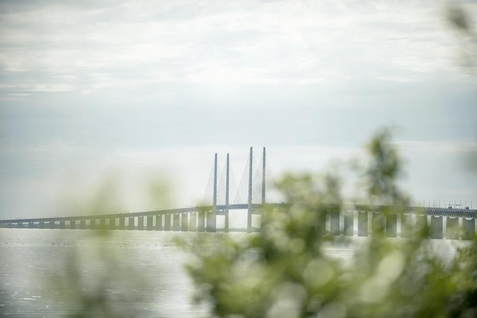 Udenrigsministeriet fraråder alle ikke-nødvendige rejser til Sverige frem til og med den 31. august. En tur over grænsen i pinsen kan derfor medføre en karantæne, som arbejdsgiveren ikke afholder. (Arkivfoto)