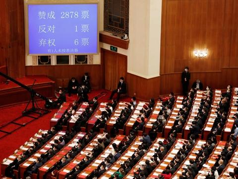 Folkekongressen i Beijing har vedtaget omstridt sikkehedslov for Hongkong. Folkekongressen med over 2800 delegerede er Kinas lovgivende forsamling. Den er i stor udstrækning et ceremonielt organ i den kommunistiske etpartistat Kina.