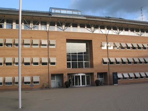I et grundlovsforhør ved Retten i Glostrup er en mor blevet varetægtsfængslet i to uger. Hun er sigtet for at have bortført sin niårige datter, som faren har den fulde forældremyndighed over.(Arkivfoto).