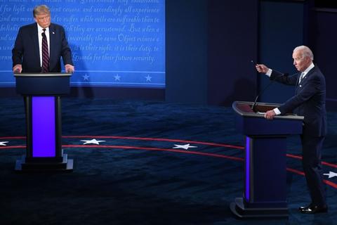 Præsidentkandidaterne Donald Trump og Joe Biden mødtes til den første debat forud for præsidentvalget 29. september (foto). Debatten var præget af mange afbrydelser, hvilket debatkommisionen vil undgå under næste debat.